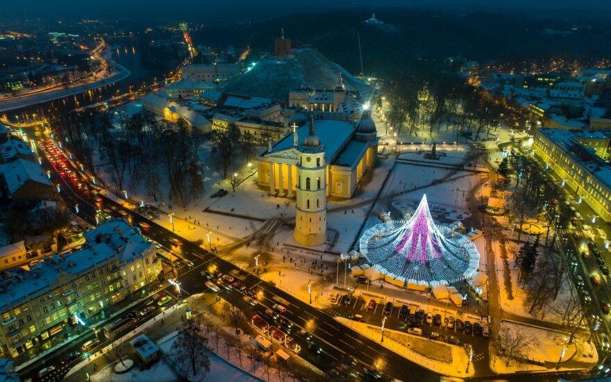 Jaudinanti akimirka – Vilniaus eglutę gyvai išvydo po 14 metų