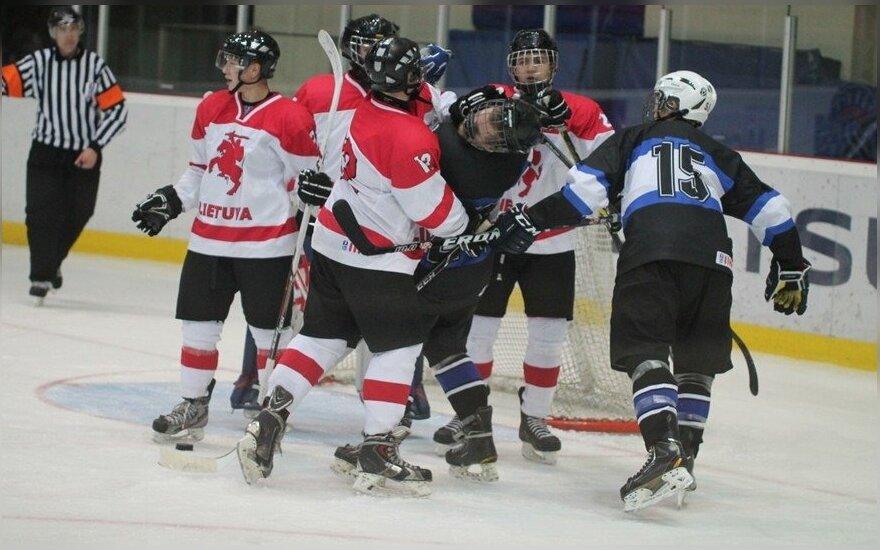 Lietuvos U20 ir Estija U20 ledo ritulio rinktinių muštynės (R. Mikalkevičiūtės nuotr.)