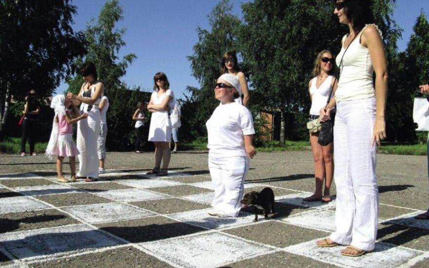 Performansas - Gyvosios šaškės