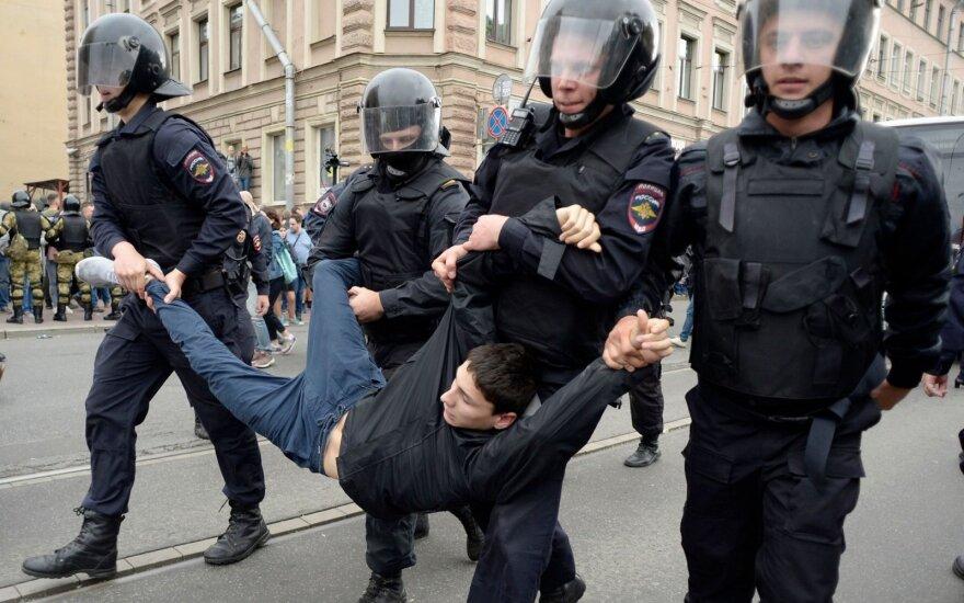 Rusijos teismas protestuotojui skyrė ketverius metus kalėjimo
