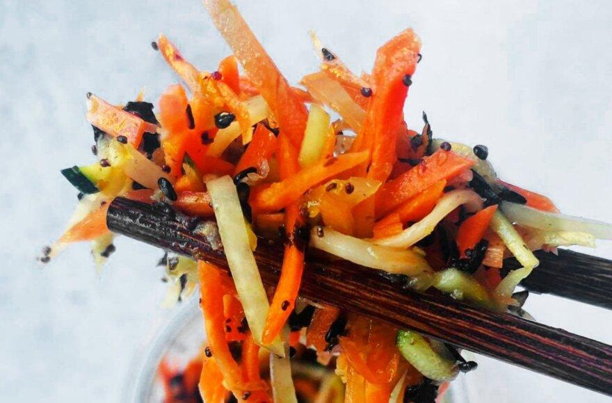 Traškios morkų salotos pagal Alfą Ivanauską