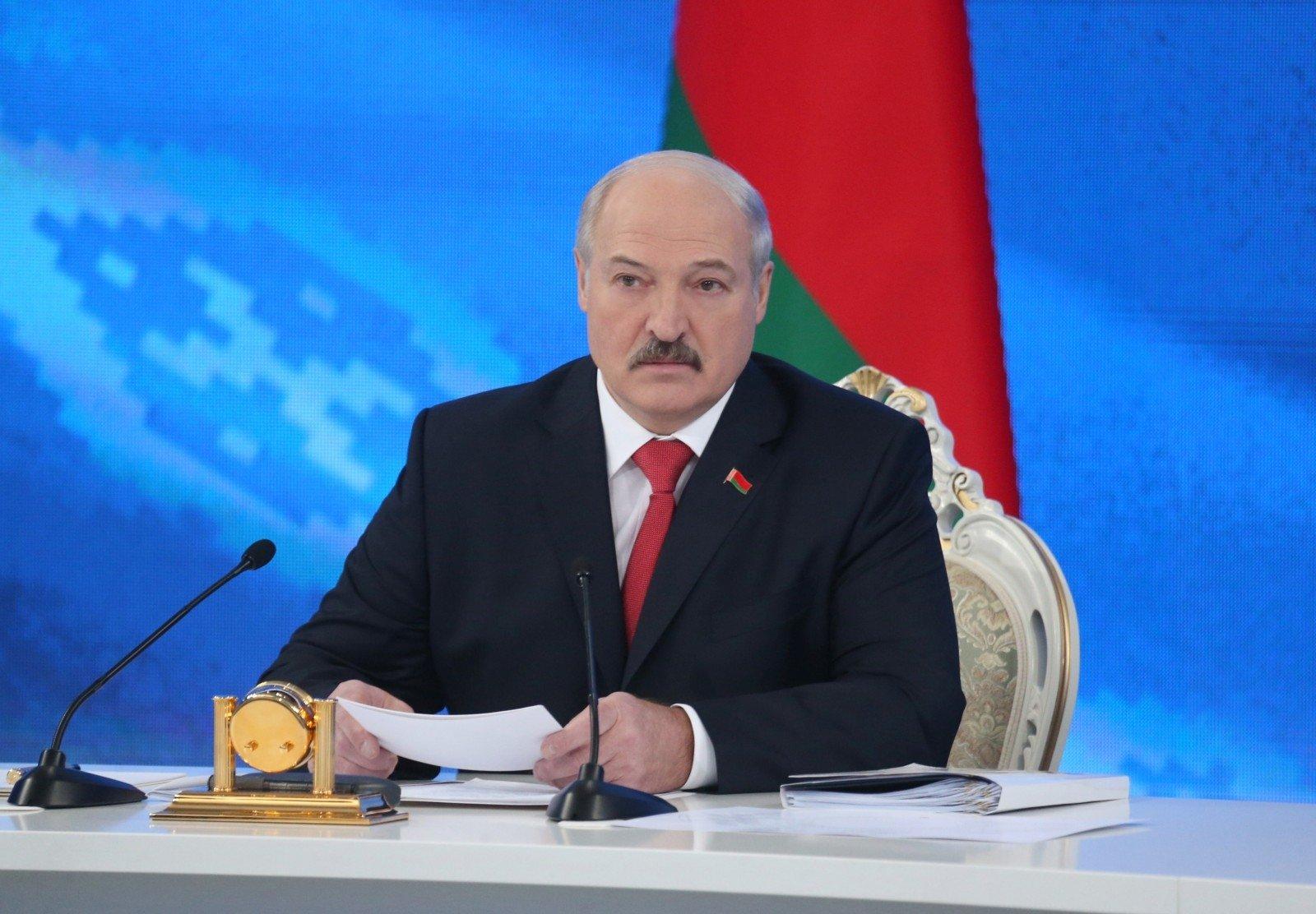 Лукашенко: Беларусь несвернет военное сотрудничество сРоссией невзирая наразногласия