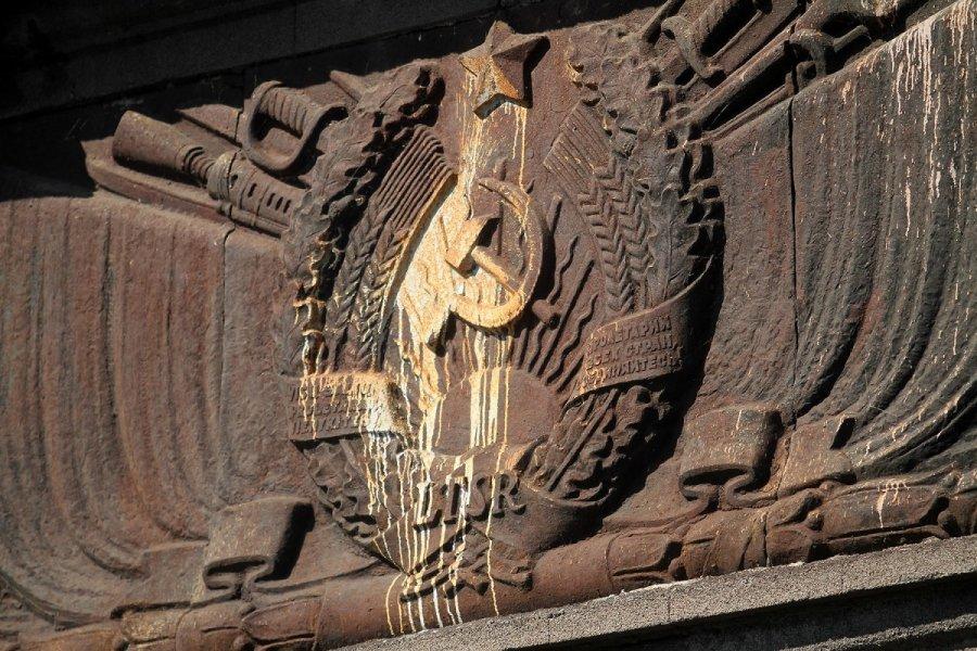 ВЛитве посоветовали убрать советские монументы смогил красноармейцев