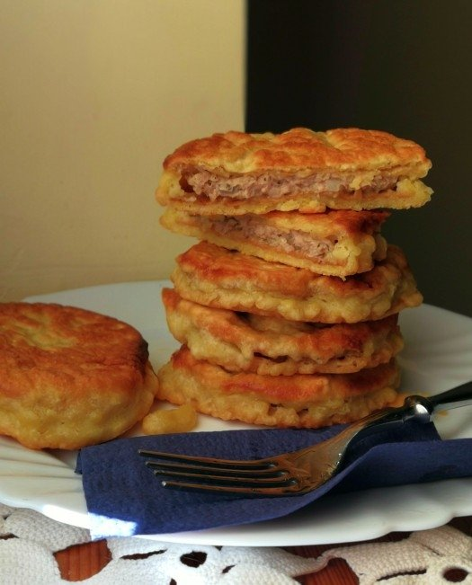 Pyragėliai su vafliais ir kalakutiena (čeburekai)