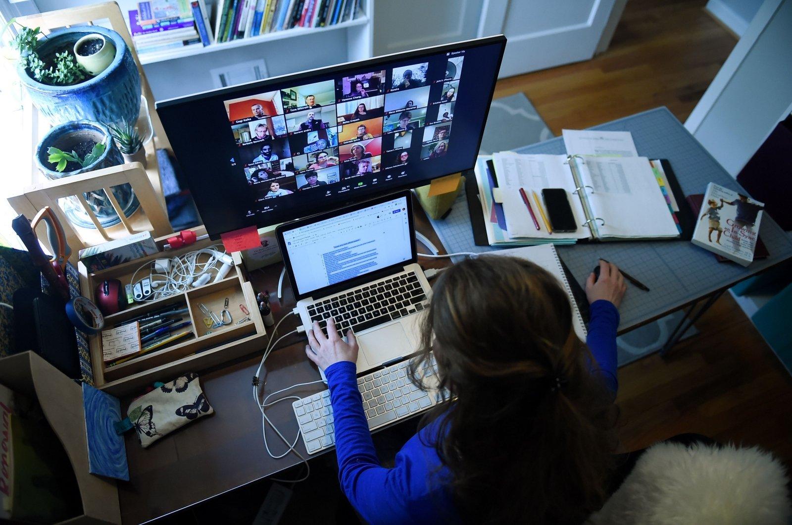 Darbas namuose laisvu grafiku