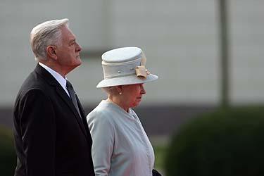 Valdas Adamkus ir karalienė Elžbieta II