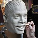 Skulptorius Paulas Bennettas gamina futbolo žaidėjo Ronaldinio skulptūrą