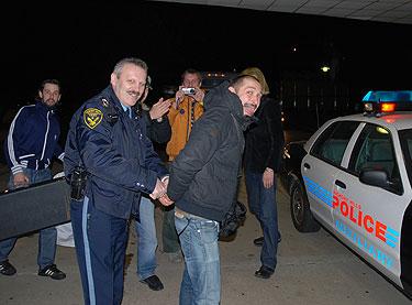 """Grupės """"InCulto"""" vyrukai pokštavo kartu su  JAV policijos pareigūnais"""
