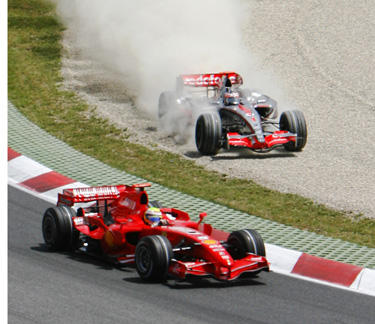 """Felipe Massa (""""Ferrari"""") ir Fernando Alonso (""""McLaren"""")"""