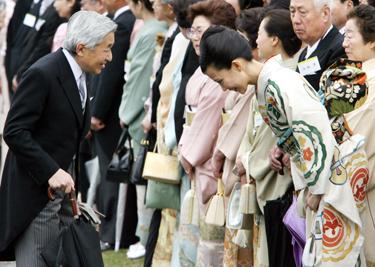 Japonijos imperatorius Akihito ir aktorė Y.Kimura