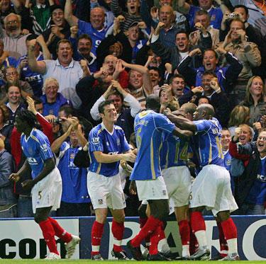 """""""Portsmouth"""" futbolininkai džiaugiasi įvarčiu"""