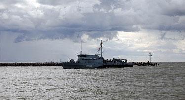 """Vokiečių minininkas """"M1065 Dillinden"""" įplaukia į Klaipėdos uostą per karines pratybas"""