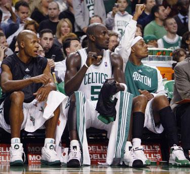 """Bostono """"Celtics"""" smogiamasis trejetas - Ray Allenas, Kevinas Garnettas ir Paulas Pierce'as"""