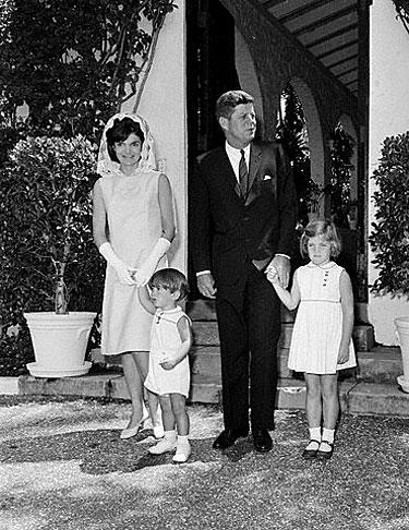 Jacqueline su vyru Johnu Kennedy ir vaikais (1963 m.)
