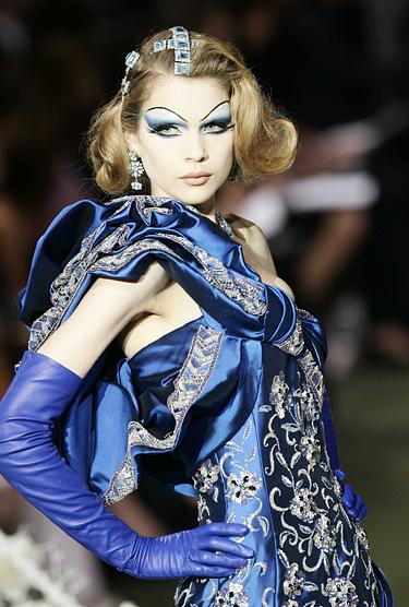 Pirštinaitės, Christian Dior