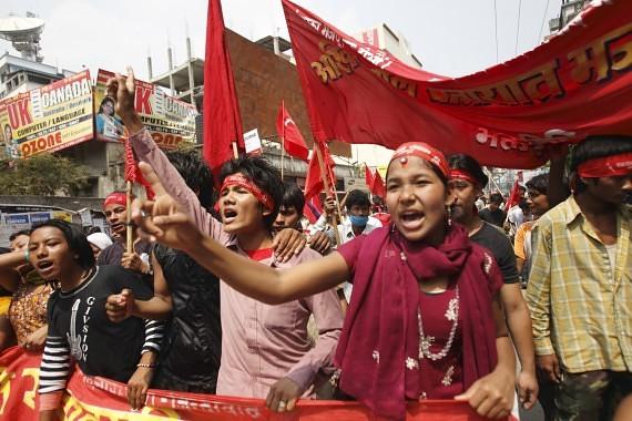 Azijos šalyse tūkstančiai gyventojų gegužės 1-osios demonstracijose reikalauja darbo ir deramo užmokesčio