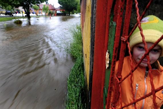 Vidurio Europoje per potvynius žuvo trys žmonės, šimtai gyventojų evakuoti