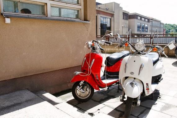 L.Karalius nemokamai krauna motorolerių akumuliatorius Seimo viešbutyje