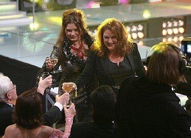 Birutė (dešinėje) Petrikytė su dukra Andželika