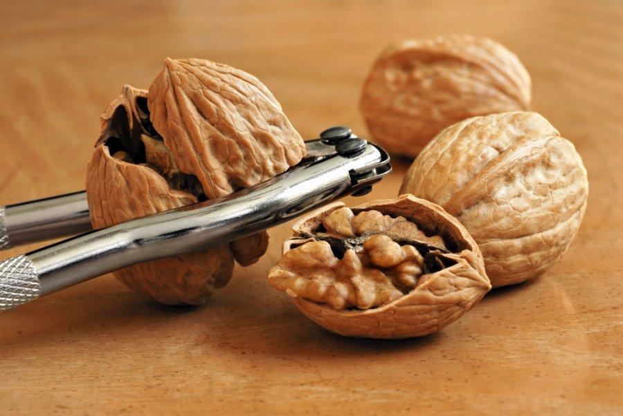 graikiniai riešutai yra pagrindinis širdies sveikatos antioksidantų riešutas)