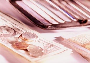 Pinigai, piniginė, banknotai, monetos, banko kortelės