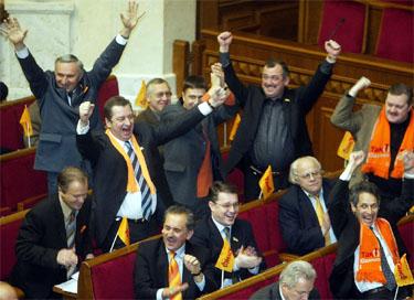 Ukrainos parlamentarai džiugiai sutiko Vyriausybės atstatydinimą
