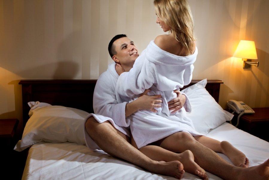 molodoy-lyubovnik-porno-zheni