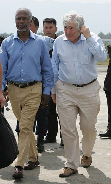 Kofis Annanas ir  Jamesas Wolfensohnas