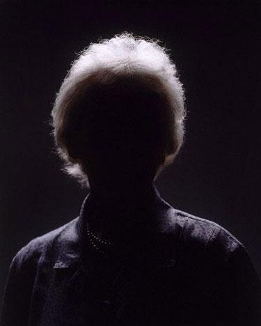Moteris, tamsa, šešėliai