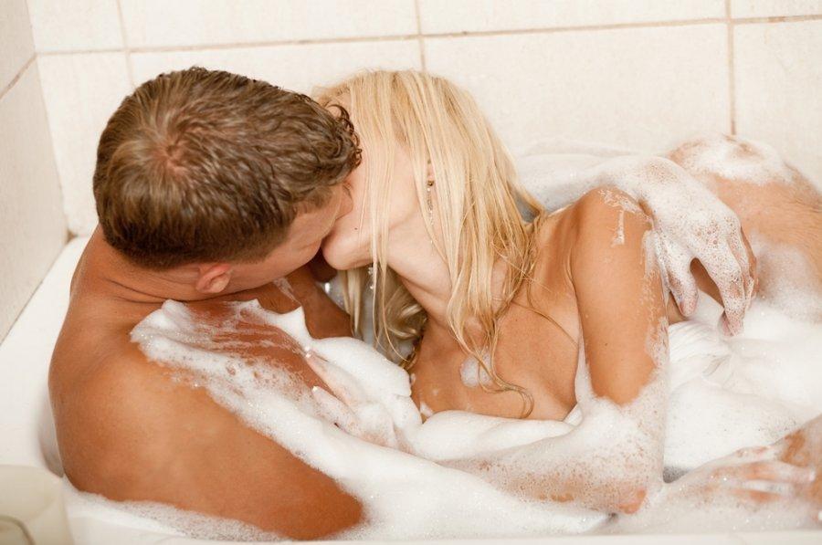 Porn bathroom naked kiss movies porn