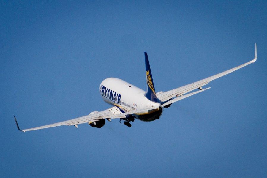 es emisijos leidimų prekybos sistemos aviacija aukščiausios pasirinkimo prekybos įmonės