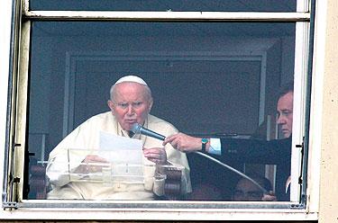 Popiežius Jonas Paulius II kreipėsi į tikinčiuosius