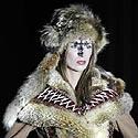 Belgrado mados savaitėje modelis demonstruoja jaunos serbų dizainerės Darko Kostic kurtą drabužį