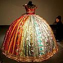 Suknelė iš saldainių popierėlių
