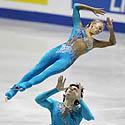 Maksimas Marininas ir Tatjana Totmjanina (Rusija) atlieka trumpąją programą dailiojo čiuožimo Grand Prix varžybų finale, Tokijuje