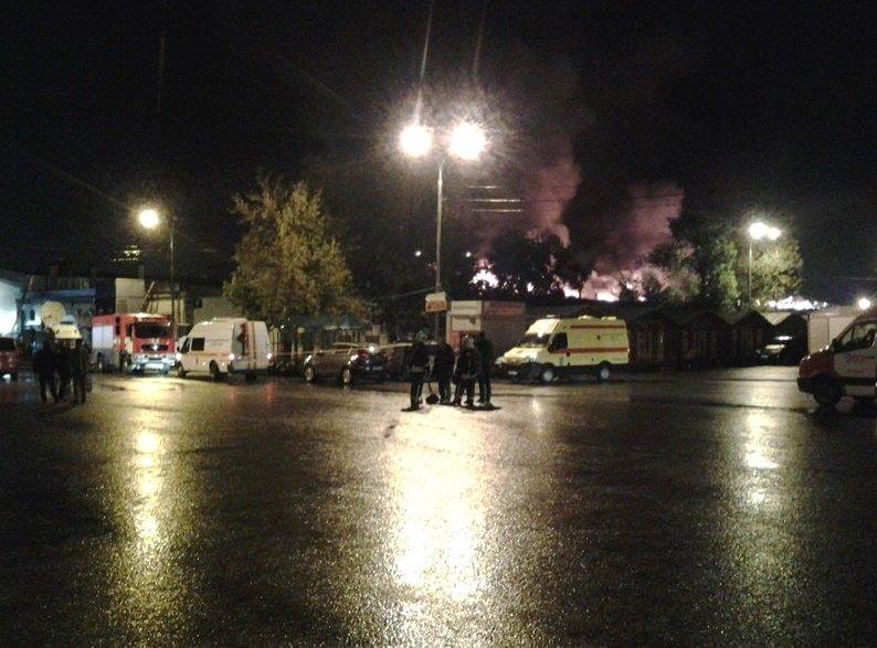 Огненная трагедия вМоскве: восемь пожарных пропали назагоревшемся складе