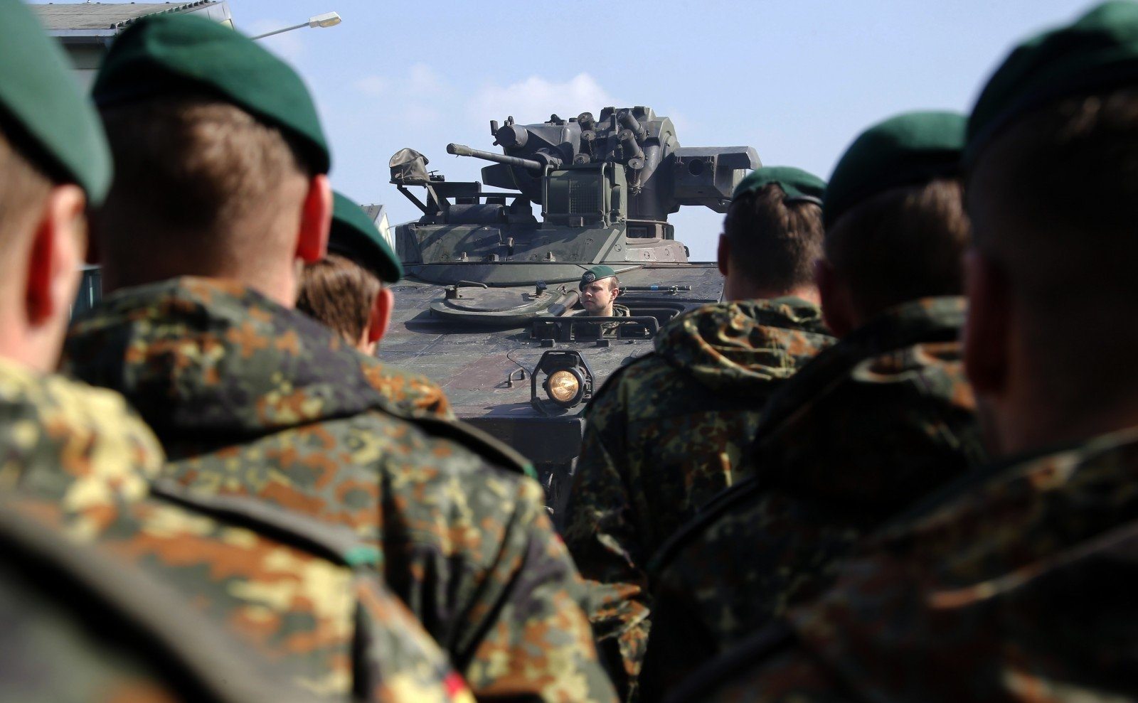 Вместо защиты Эстония может получить от НАТО открытки с соболезнованиями картинки