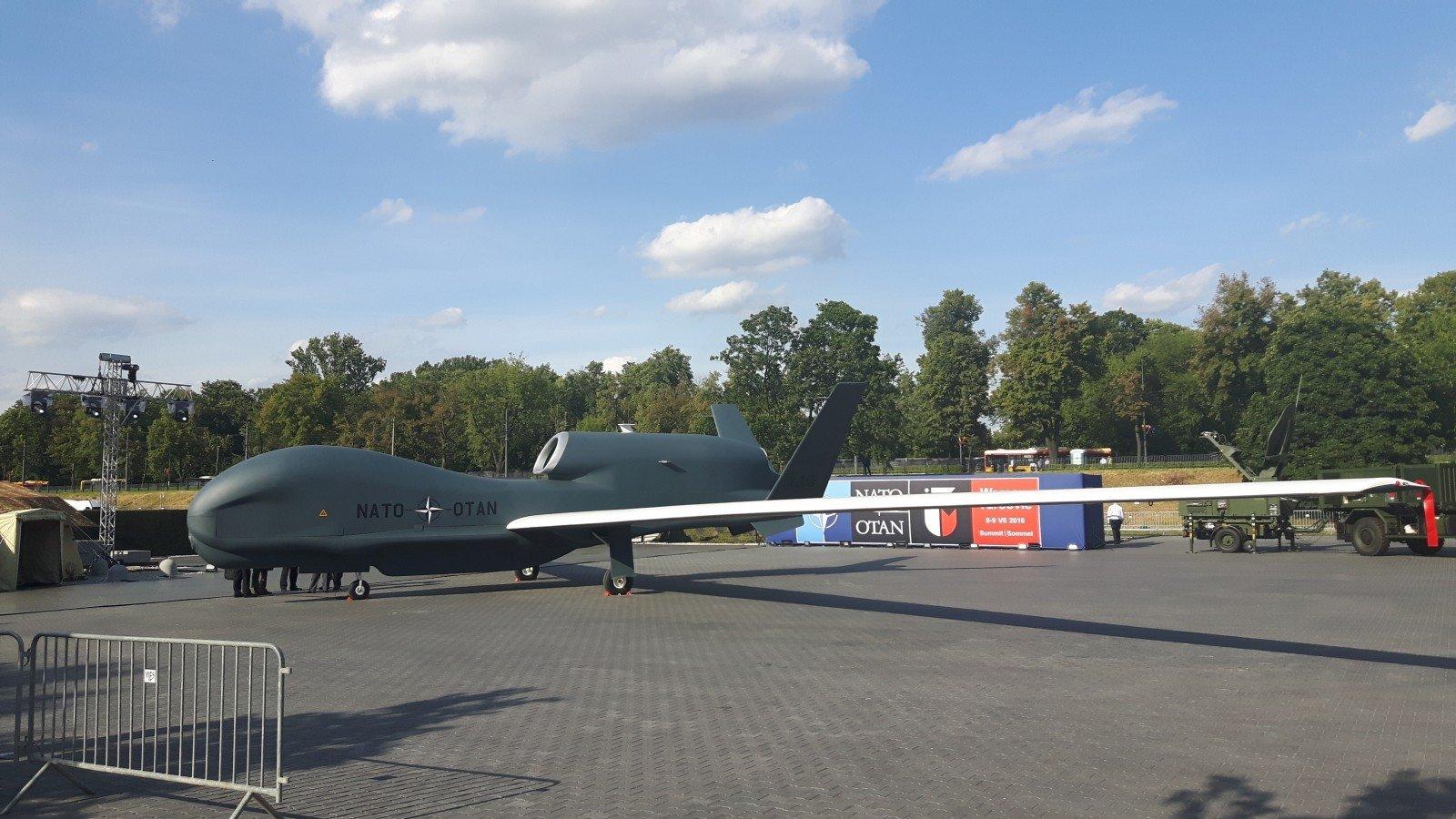 Германия возьмет на себя больше ответственности в усилении НАТО в Литве, - Меркель - Цензор.НЕТ 2187