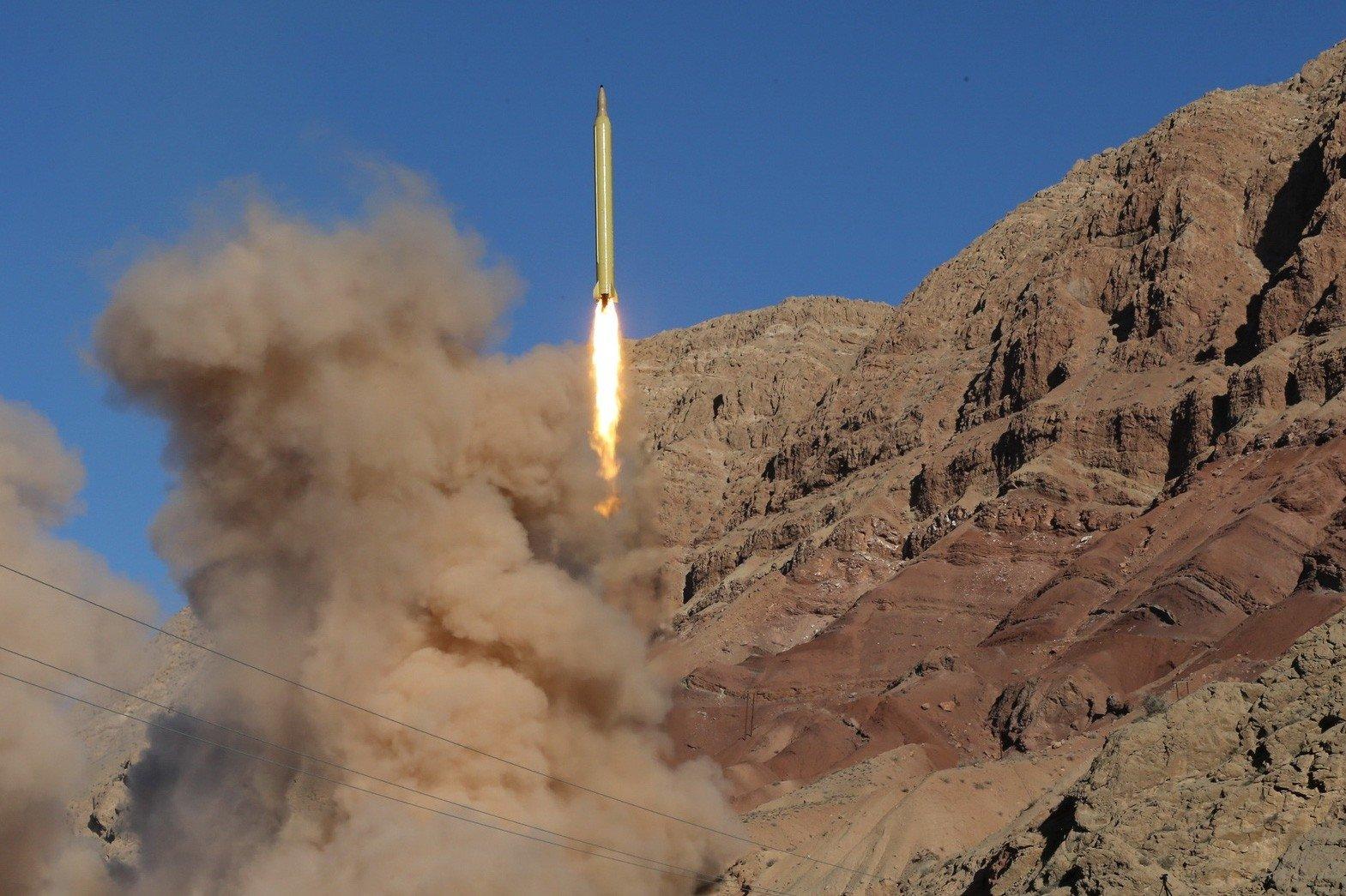 ВИране благополучно провели тестирования баллистической ракеты