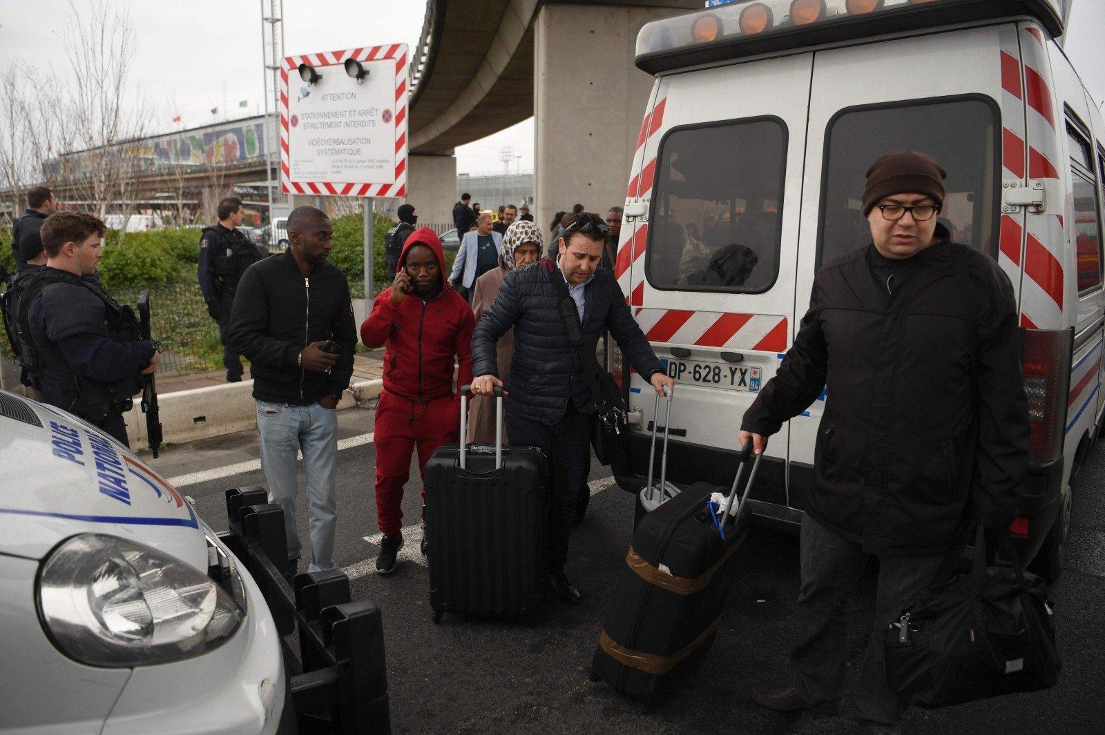 Аэропорт «Орли» навсе 100% эвакуирован после перестрелки