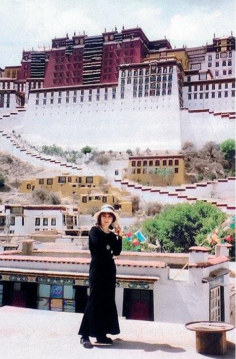 Jurga Ivanauskaitė, Prie Dalai Lamų - Potalos. Lhasa, Tibetas, 1998.