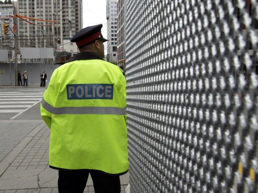 Университет Торонто оцеплен после сообщений овооруженном человеке