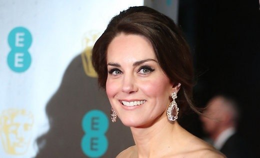 Кейт Миддлтон вдорогущем одеяние ифамильных украшениях пришла навручение кинопремии