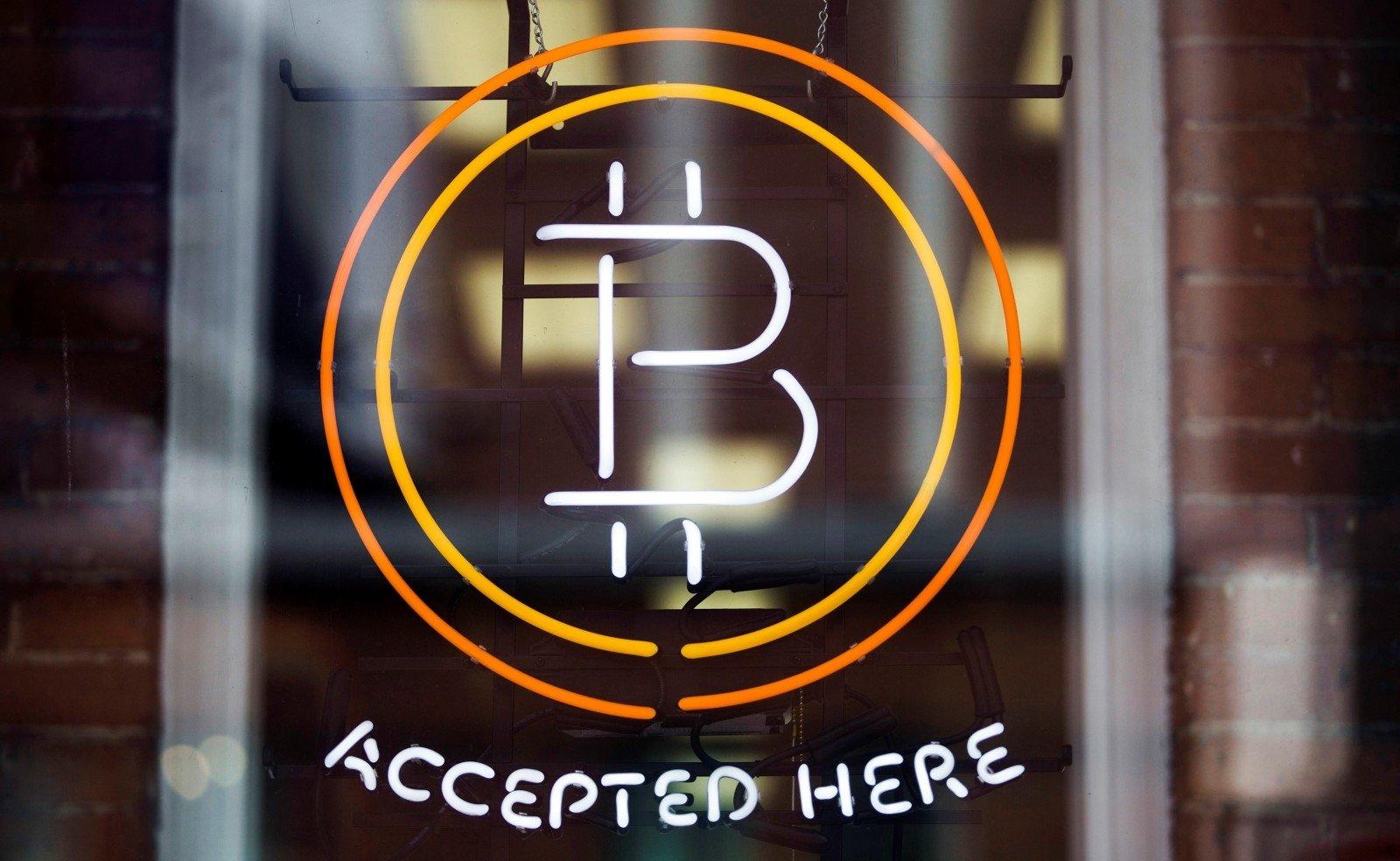 Bitcoin prekybos simbolis, taipogi šios keityklos...