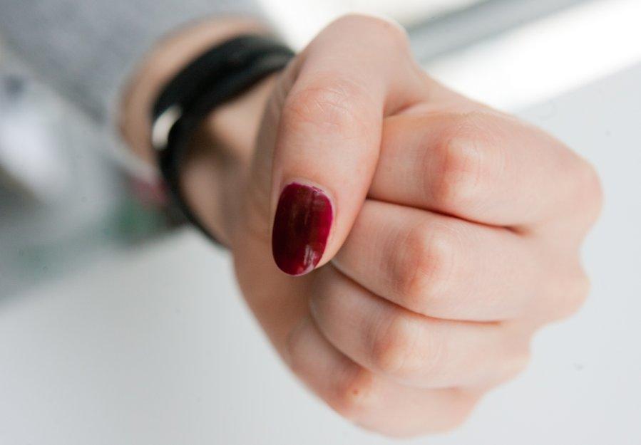 Семиклассницу избила на улице мать бывшей подруги