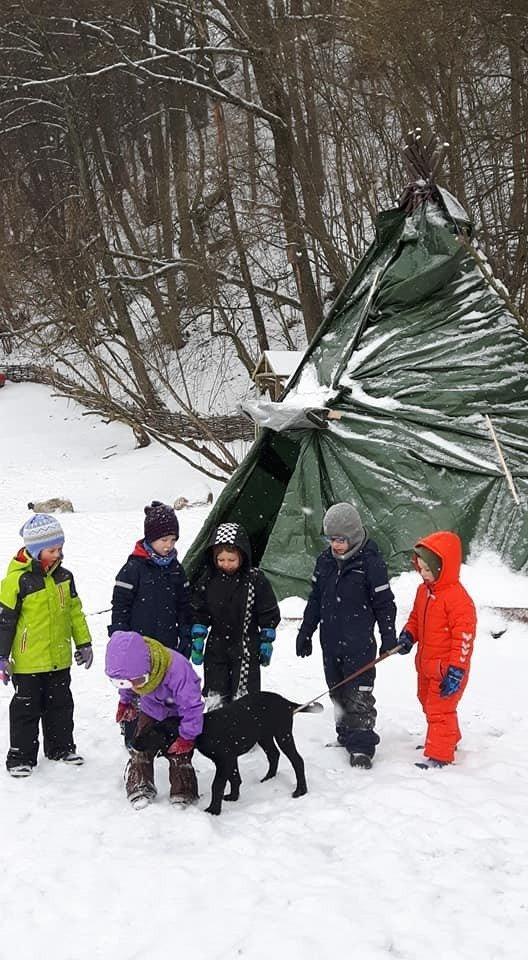 Lauko darželio specialistai atskleidžia, kaip rengti vaikus, kad jie nesušaltų