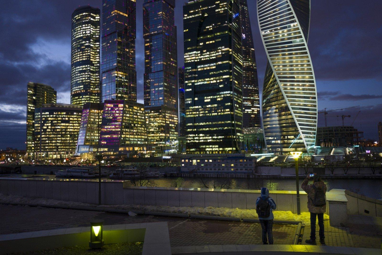 Мужчина мог упасть свысотки «Москва-Сити» при попытке сделать селфи