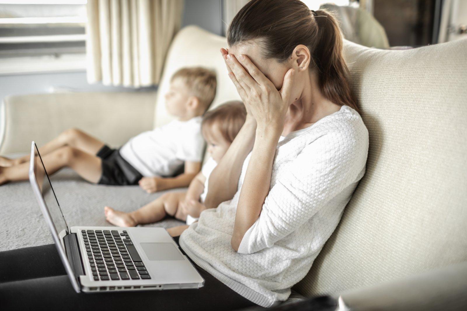 Dirbant iš namų – didesnės sąskaitos: ar jas turėtų apmokėti darbdavys? - DELFI Verslas