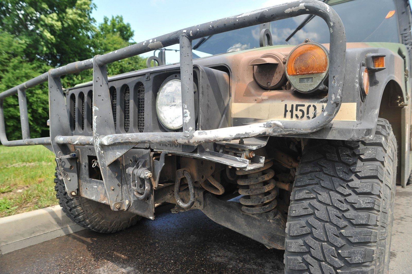 ВЛитве джип НАТО протаранил автомобиль счетырьмя девушками