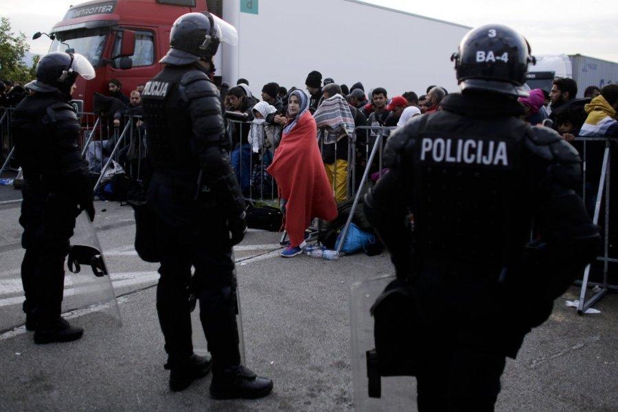 Премьер: армия Словении будет помогать полиции справляться с беженцами